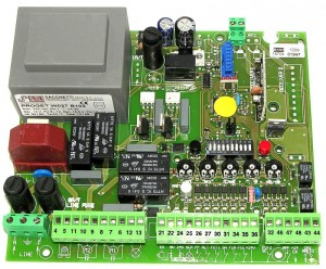 Carte électronique 220V pour motorisation portail avec radio intégrée - PROGET srl - Distributeur : TREBI